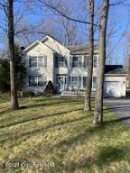 106 Warwick Ct, Bushkill, PA 18324