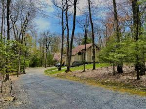 7246 Moss Dr, Swiftwater, PA 18370