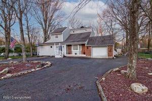 146 Roundhill Road, Dingmans Ferry, PA 18328