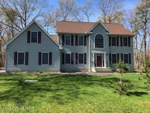 504 Gandolf Rd, Tamiment, PA 18324