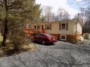 34 Larch Ln, Albrightsville, PA 18210