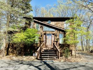 1427 Melrose Ter, East Stroudsburg, PA 18301
