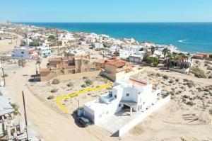 Build your dream home on this Beach Lot, Las Conchas. Construye tu casa de sueños en este terreno de playa LAs Conchas. 422m2 = 4542sq ft
