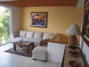 Nancy Valiente - Townhouse Living (2)