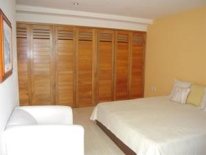 Nancy Valiente - Townhouse Master Bedroom (2)