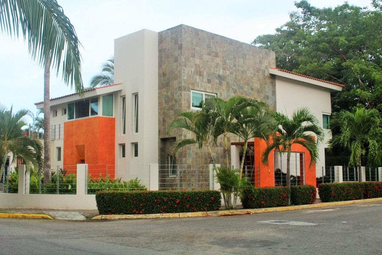 Casa Framboyanes