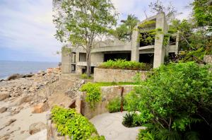 "Enter Mexico's unspoiled oceanfront of Puerto Vallarta and discover the secret of El Paredon's ""living architecture"" residences. Secluded amongst a tropical oasis of lush rainforest glade, and bordered by the sparkling waters of the Pacific Ocean, the vision of renowned architect Ricardo Elias has been brought to life.Endless azure waves lap against sun-kissed private beaches of powdery white sand. Thousand-year-old trees sway gently in billowing ocean breezes, as turquoise skies and warm sunlight peek through their shady branches. This is nature's beauty at its finest... and the heart of El Paredon's unique character and brilliant design."