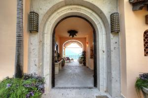94 Candida Azucena, Villa Suzannah