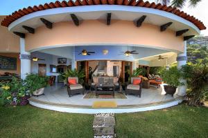 4 Calle Loma Linda, Casa Martica