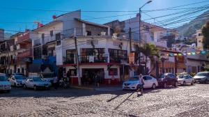 354-301 V. Carranza esquin Insurgentes Varias, EDIFICIO CARRANZA, Puerto Vallarta, JA