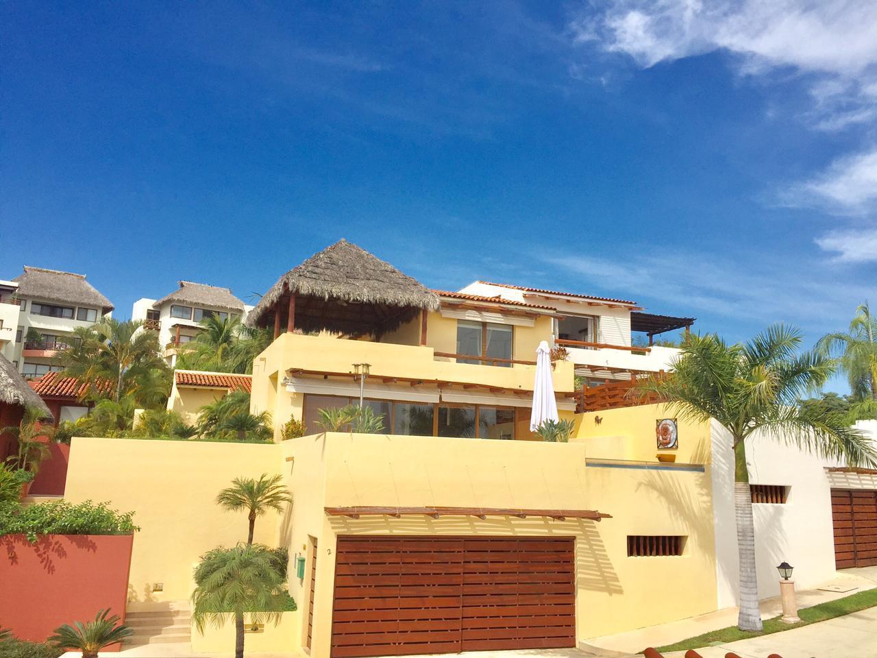Punta Esmeralda, 4 Bedrooms Bedrooms, ,5.5 BathroomsBathrooms,House,For Sale,Carretera Federal 200,15716