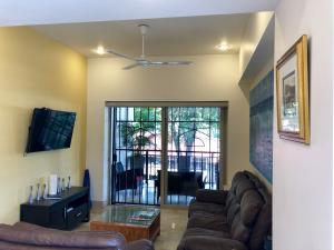 PVRPV - livingroom a