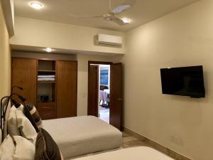 PVRPV - guest room b