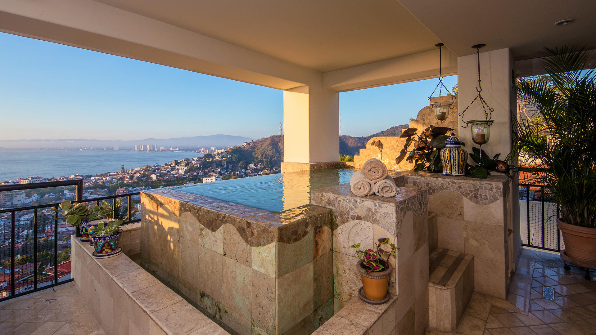 PVRPV -Private pool with view