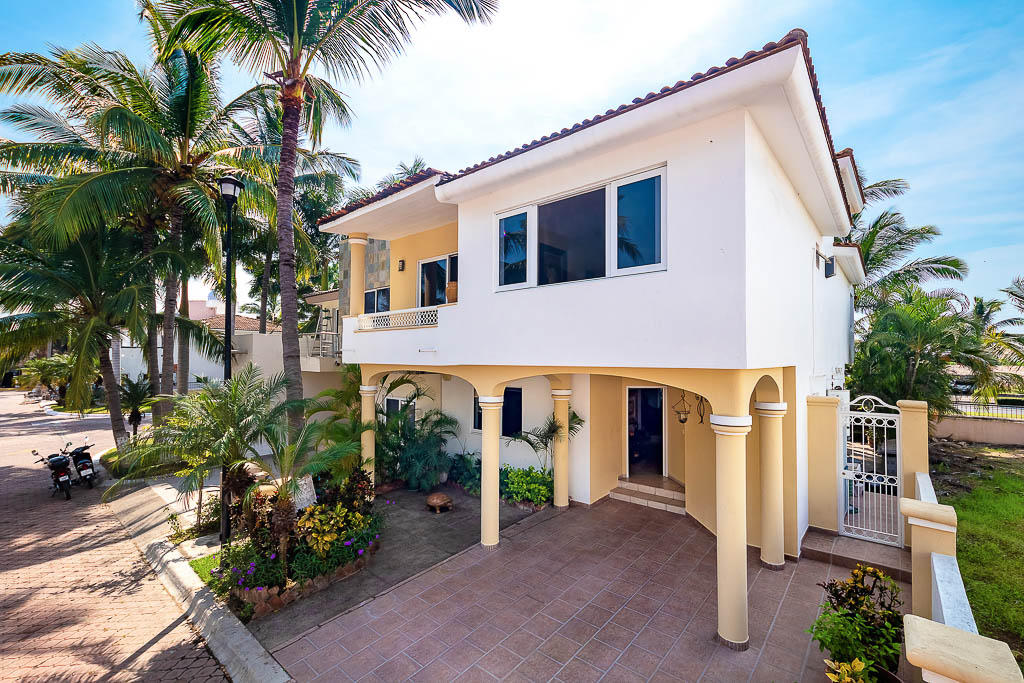 Flamingos, 4 Bedrooms Bedrooms, ,3 BathroomsBathrooms,House,For Sale,BLVD. COSTERO LOS FLAMINGOS,17137