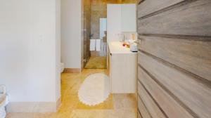 PVRPV - 1ST FLOOR BATHROOOM