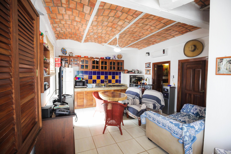 Guayabitos, 8 Bedrooms Bedrooms, ,9 BathroomsBathrooms,House,For Sale,Av. Del Coral,17590