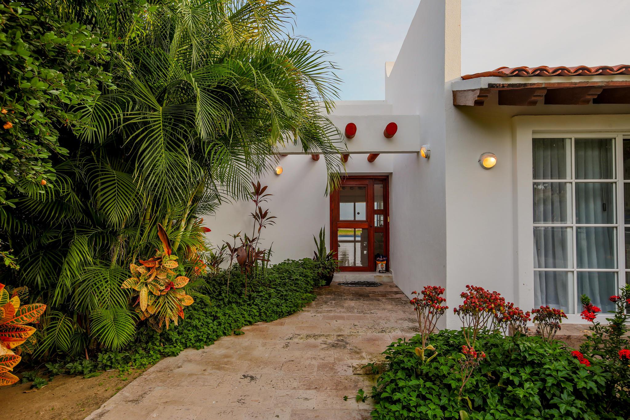 La Cruz de Huanacaxtle, 3 Bedrooms Bedrooms, ,3 BathroomsBathrooms,House,For Sale,A,17565