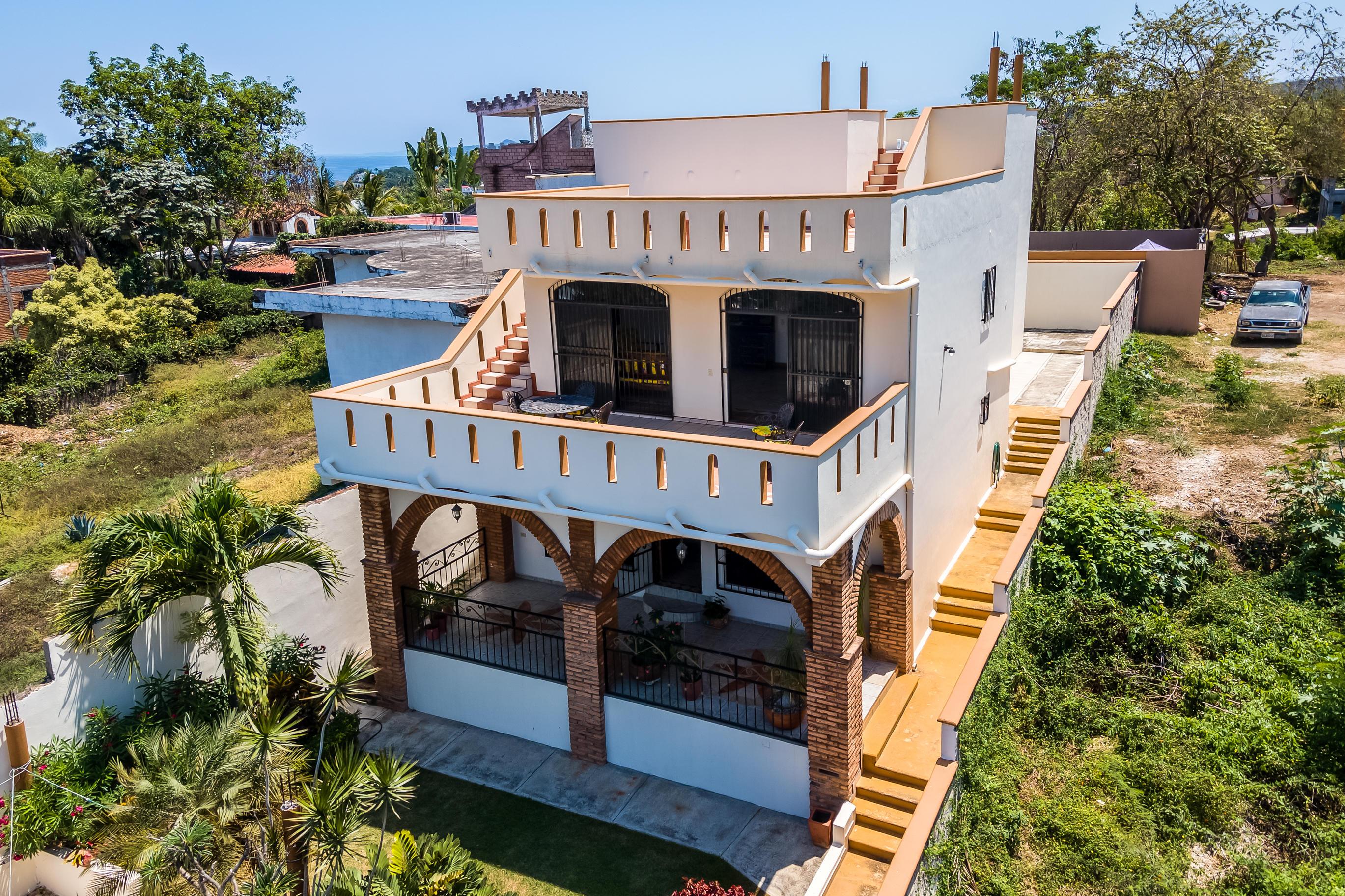Guayabitos, 4 Bedrooms Bedrooms, ,3.5 BathroomsBathrooms,House,For Sale,Fernando de Magallanes,18544