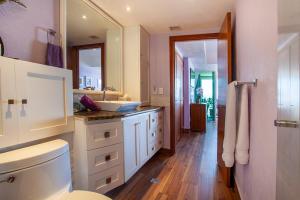 PVRPV - 6-main-bed-bath-2-3648-HDR