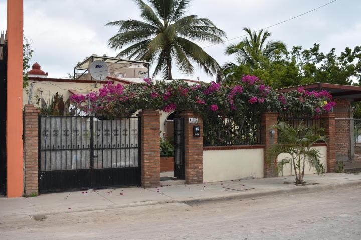 Guayabitos, 3 Bedrooms Bedrooms, ,2.5 BathroomsBathrooms,House,For Sale,Gardenias,19586