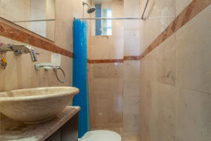 PVRPV - 9-guest-bath-1-8994-HDR