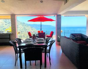 dining area overlooking the bay A4