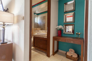 PVRPV - Bathroom 1