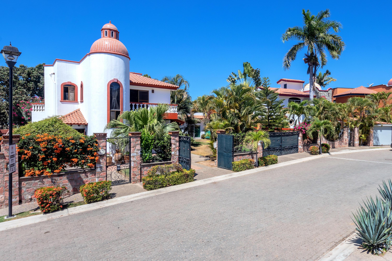 Bucerias, 2 Bedrooms Bedrooms, ,2.5 BathroomsBathrooms,House,For Sale,Estaciones avenue,20767