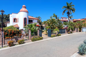 Front view of Casa
