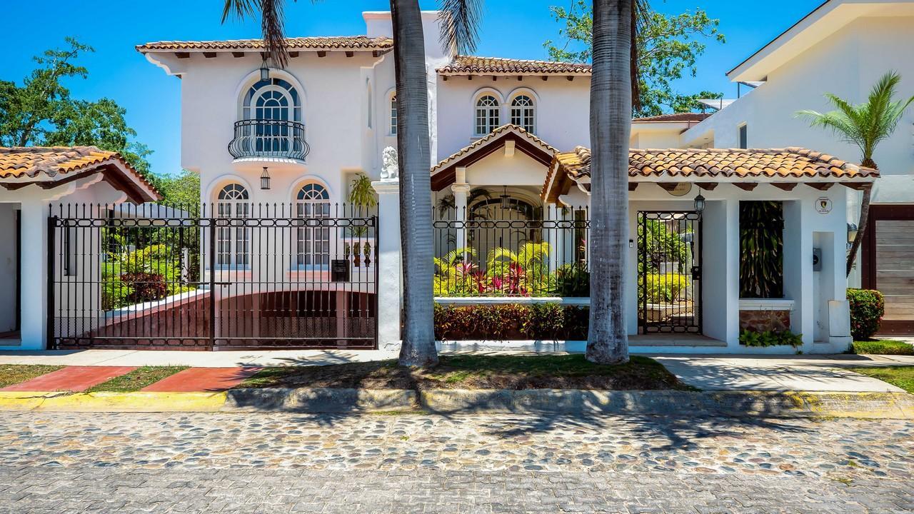 Casa Blanca and Lot 5