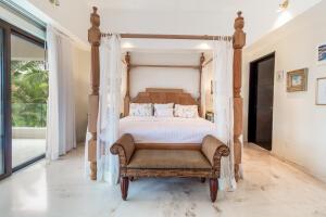 Nancy Valiente - 04 - Bedrooms - 12