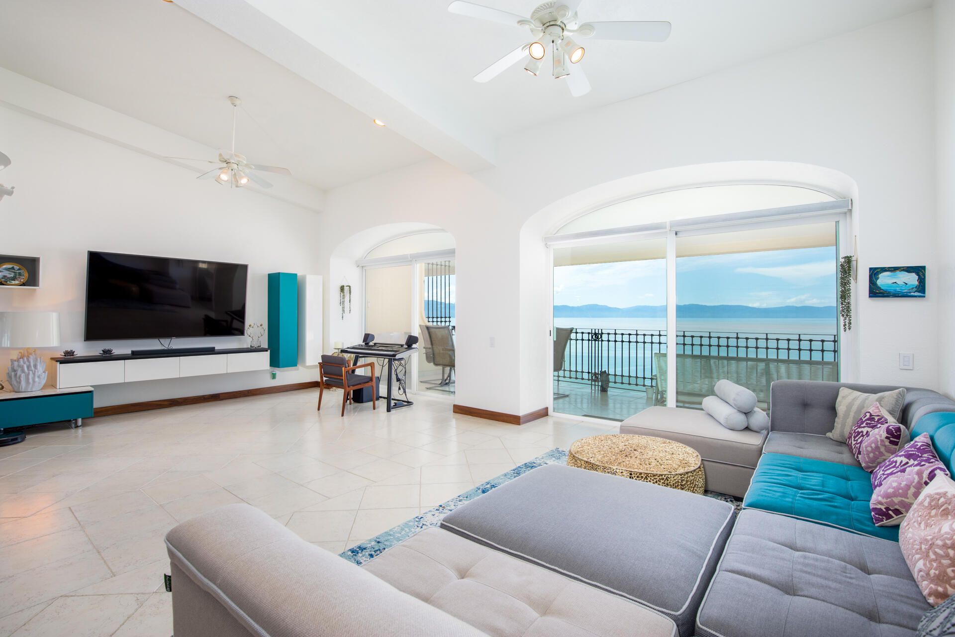 Penthouse 1404 Bay View Grand D-1404