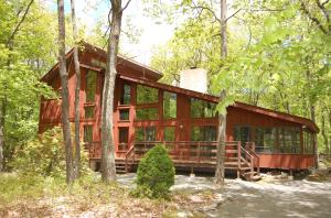 407 Canoebrook Drive, Lords Valley, PA 18428