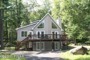 137 Eagle Rock Rd, Lackawaxen, PA 18435
