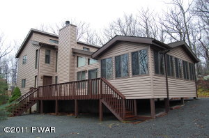 105 ROAN Dr, Lords Valley, PA 18428