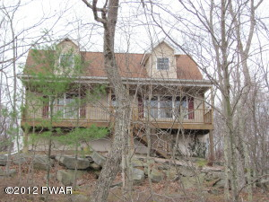 128 Canoebrook Dr, Lords Valley, PA 18428