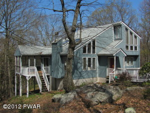 220 Stirrup Ln, Lords Valley, PA 18428