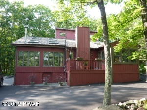 528 Forest Dr, Lords Valley, PA 18428