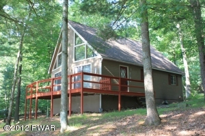 100 Covered Bridge Dr, Hawley, PA 18428