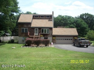 111 Lookout Dr, Lords Valley, PA 18428