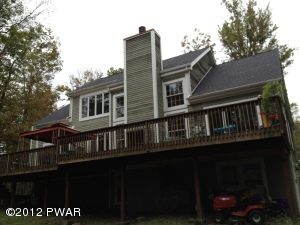 161 Fawnwood Dr, Greentown, PA 18426