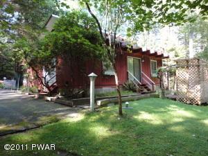 307 Fawn Lake Dr, Hawley, PA 18428