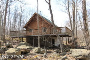 107 Ledgeview Dr, Hawley, PA 18428