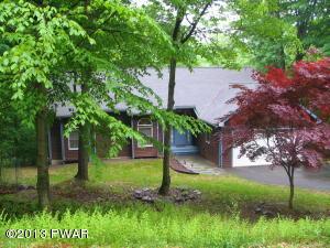 108 Briarwood Dr, Greentown, PA 18426