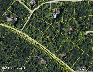 2230 Saw Mill Rd, Greentown, PA 18426