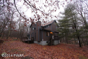 111 Red Breast Ln, Lackawaxen, PA 18435