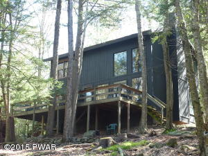151 WATERVIEW Dr, Hawley, PA 18428