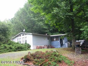 689 Spruce St, Greentown, PA 18426