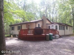 185 Lake View Cir, Hawley, PA 18428